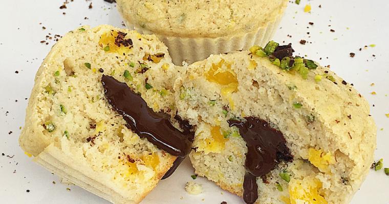 Muffin all'arancia e pistacchio con cuore di cioccolato fondente..