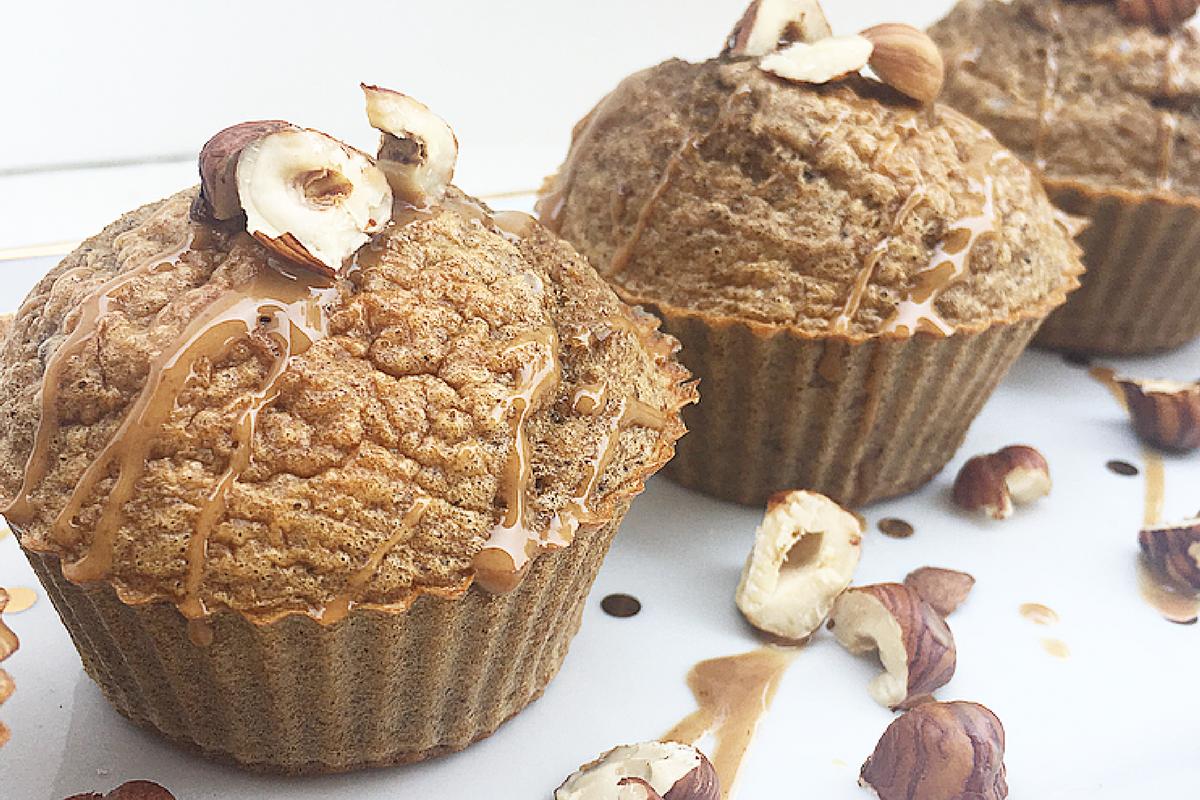 Muffin soffici alle 3 farine con pera, caffè, toffee e nocciole.