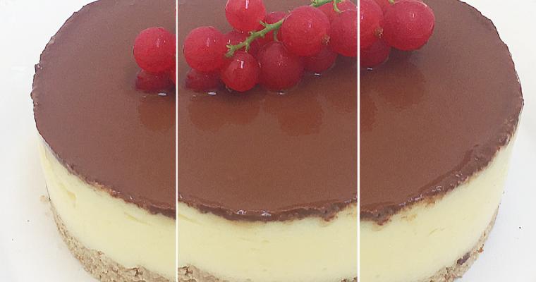 Cheesecake monoporzione senza lattosio con datteri, banana e cacao.