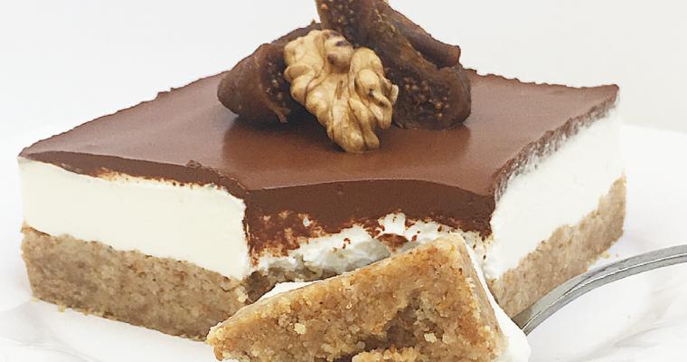 Mini Cheesecake alla ricotta, fichi e noci con glassa al cacao.