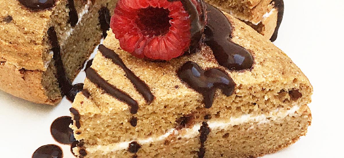 Pancake alto e soffice al caffè, mela e cannella con cioccolato di modica e un ingrediente speciale.