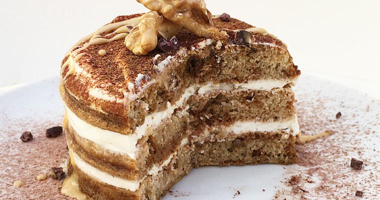 Tiramisù di pancakes sano e gustoso, alle noci e vaniglia.