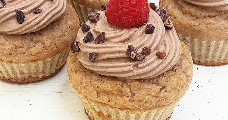 Muffin proteici al latticello, fichi e cacao con farina di castagne
