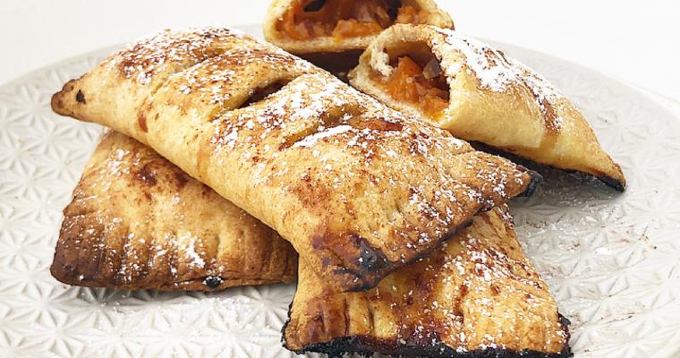 Saccottini ripieni di albicocche e mandorle tostate, senza zucchero.