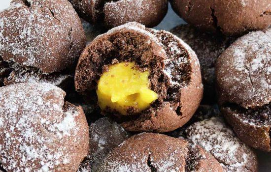Castagnole al forno al cacao e arancia ripiene di crema pasticcera light