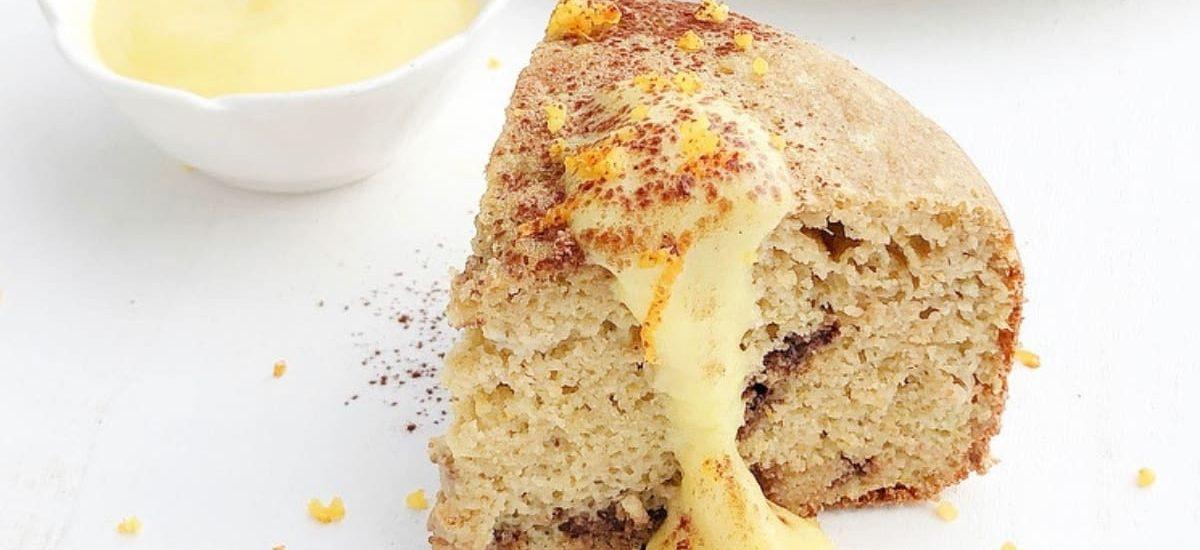 Pancake alto all'arancia con gocce di cioccolato e crema pasticcera light