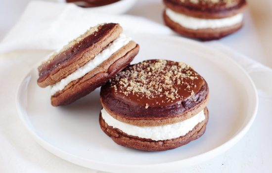 Pancakes proteici al cacao e cocco