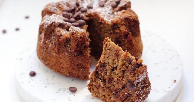 Torta alla banana vegan con farina d'avena e gocce di cioccolato