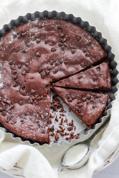 Torta senza lievito al coccolato fondente, vaniglia e arancia.