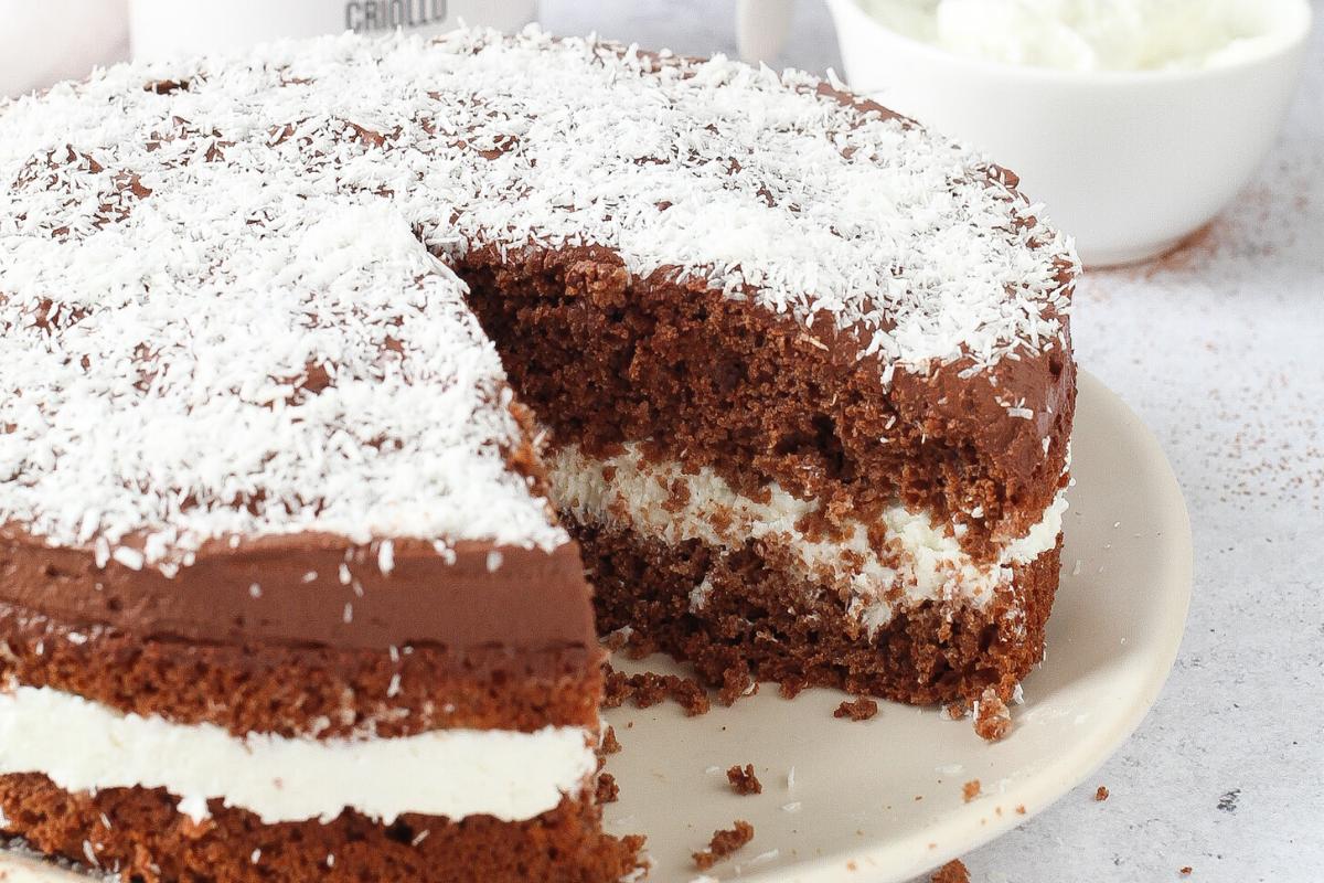 Torta al cioccolato e cocco senza zucchero e burro.