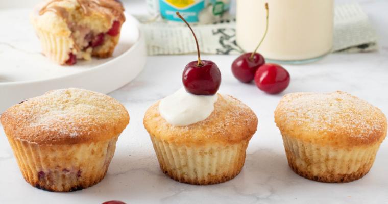 Muffin light alle ciliegie con bifidus bianco cocco vegetale | senza lattosio e zucchero