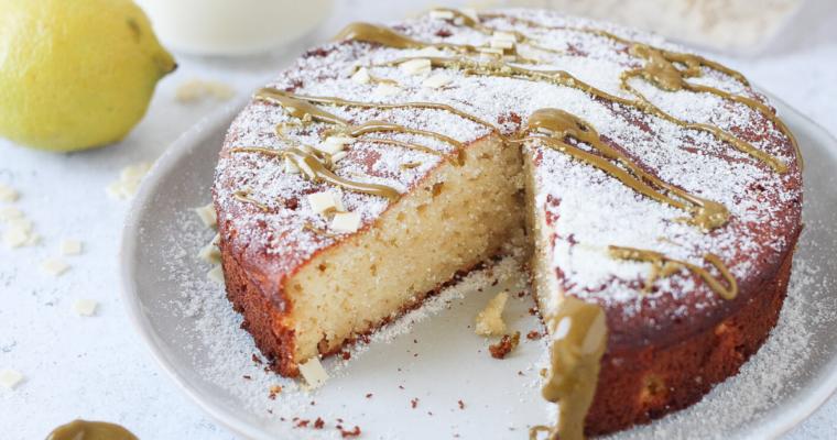 Torta Caprese senza burro e zucchero | versione al limone e cioccolato bianco
