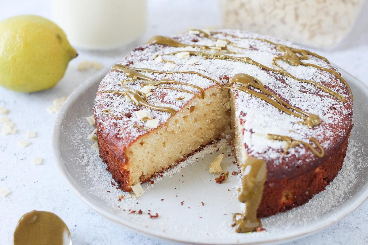 Torta Caprese senza burro e zucchero   versione al limone e cioccolato bianco