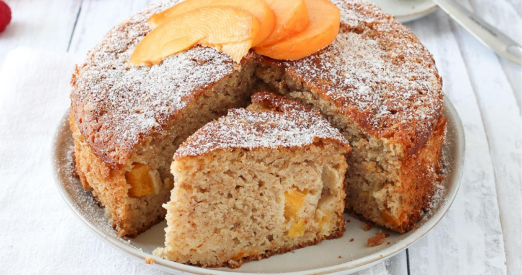 Torta soffice alle percoche e limone – ricetta con farina integrale