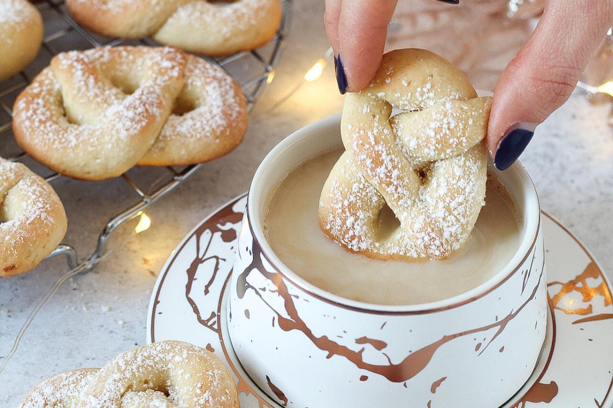 Biscotti di Natale speziati di pasta frolla alla ricotta – *Ricetta con ghee