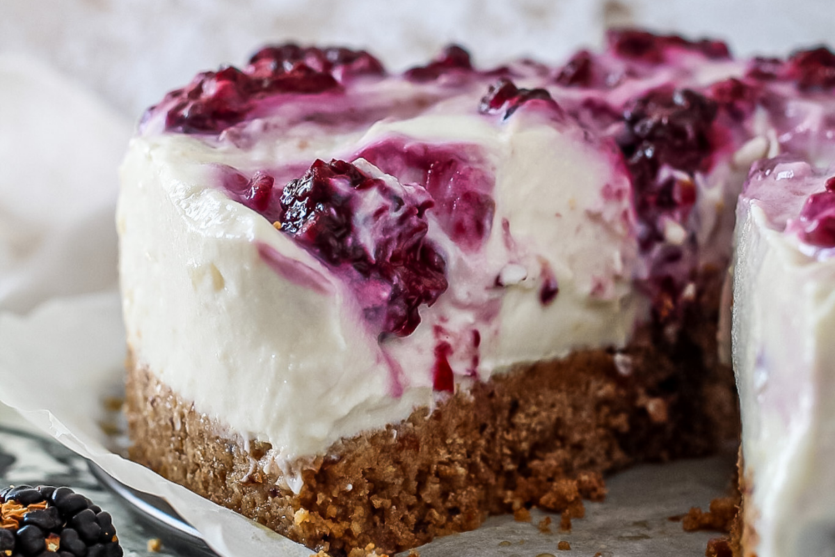 Cheesecake light con crema di ricotta, cocco e more