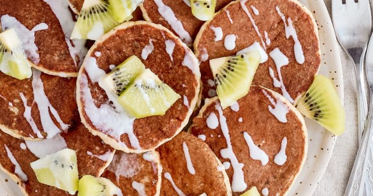 Pancakes ai kiwi con crema 100% polpa di cocco – Ricetta senza glutine, lattosio e zucchero