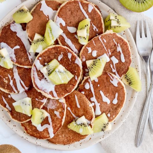 Pancakes ai kiwi con crema 100% polpa di cocco - Ricetta senza glutine, lattosio e zucchero