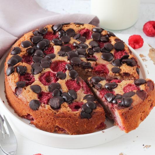 Torta integrale ai lamponi e gocce di cioccolato - ricetta senza zucchero e burro