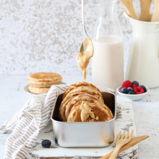 Pancakes alla banana con farina semi integrale - ricetta senza lattosio e zucchero aggiunto