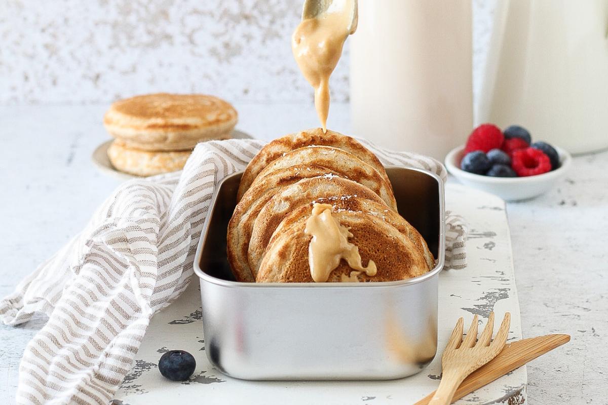 Pancakes alla banana con farina semi integrale – ricetta senza lattosio e zucchero aggiunto